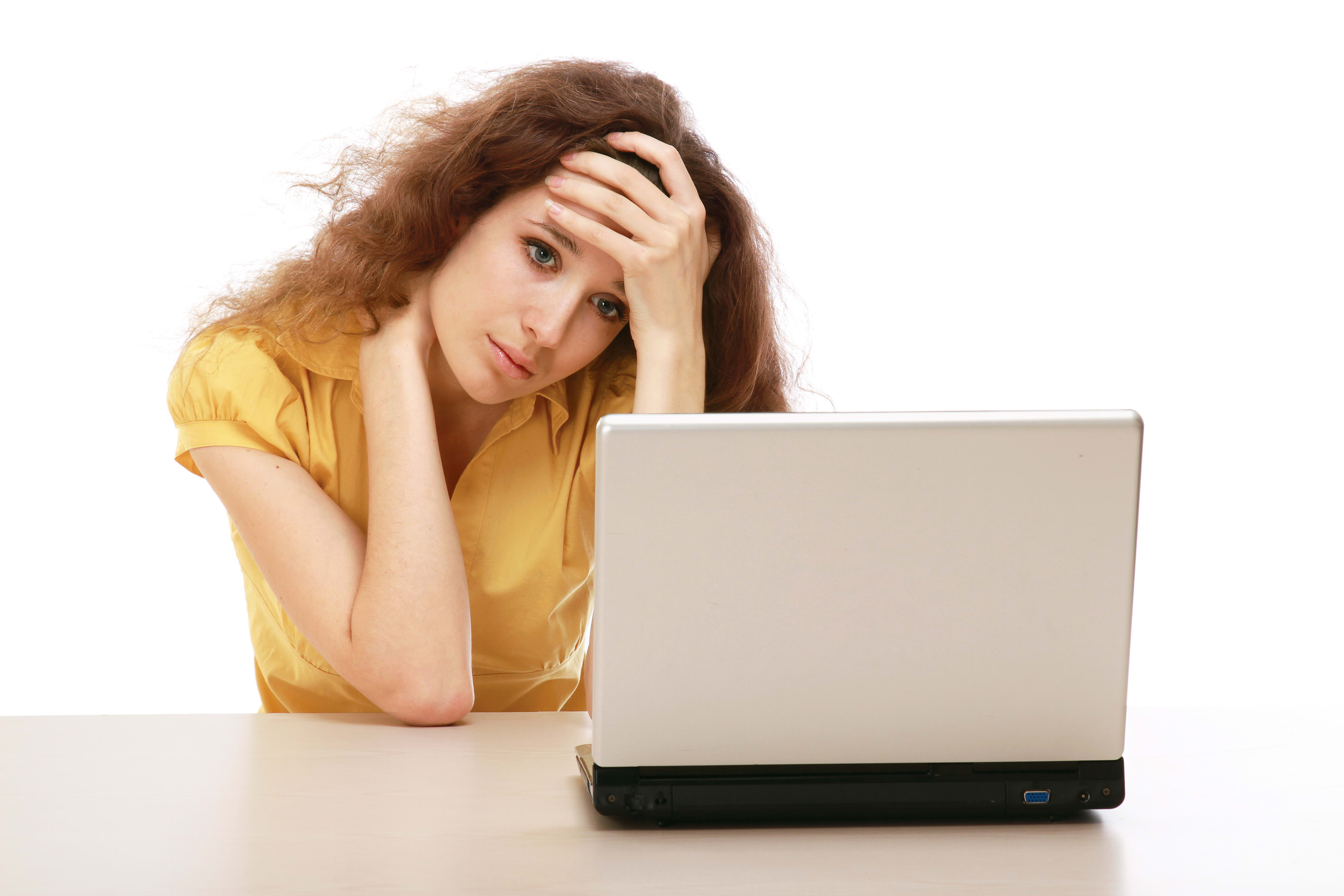 ничего, это девушки возле компьютера что брат