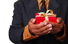 Как просить и принимать подарки от мужчины?